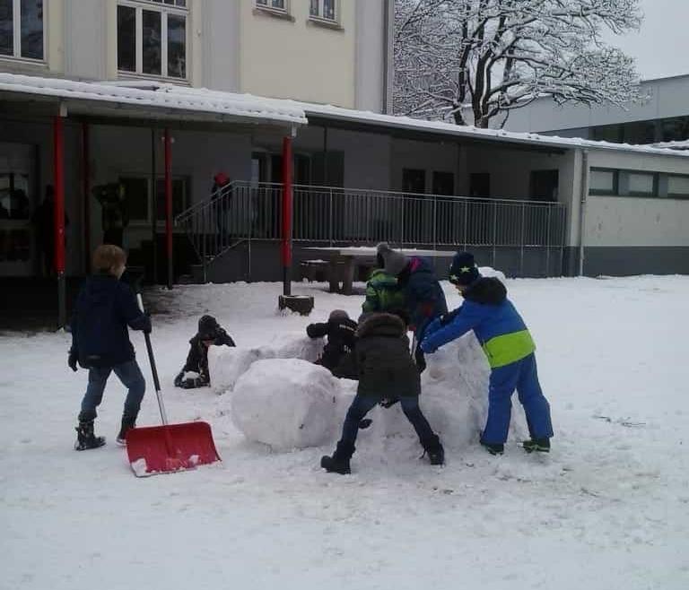 Winterfreuden auf dem Schulhof