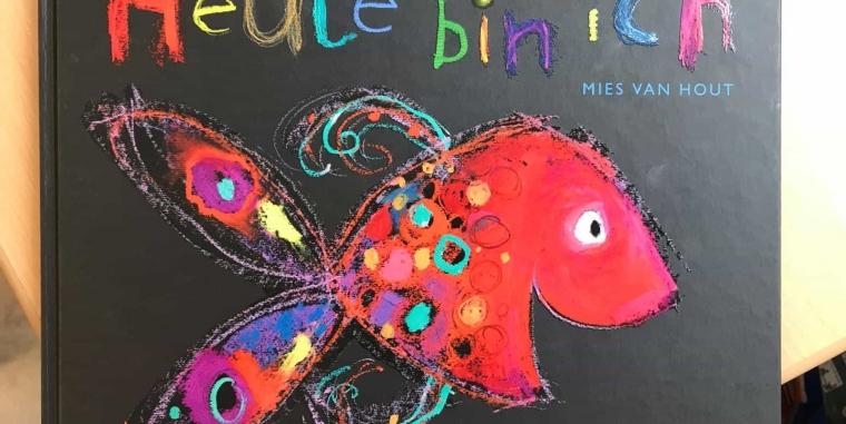 """Die Klasse 1A gestaltet individuelle Fische zum Thema """"Gefühle""""  in Anlehnung an das Bilderbuch """"Heute bin ich"""":"""
