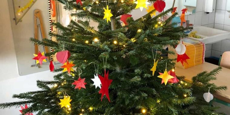 """In der Weihnachtsbäckerei, gibt es manche Leckerei… Die ELMARs der Klasse 2a """"backen"""" mal anders!"""