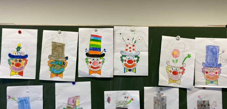 Die Clownshutdesigner der Klasse 2A feiern Karneval! 🎈HELAU und ALAAF🎈