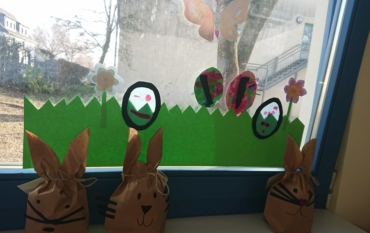 Die Kinder der Klasse 4b wünschen frohe Ostern!